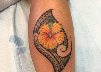 Polynesian ornament with a yellow hibiscus tattoo - by Buge - Maui Tattoo Artist at Mid-Pacific Tattoo